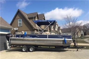 2017 Sun Tracker Fishin Barge 22 DLX
