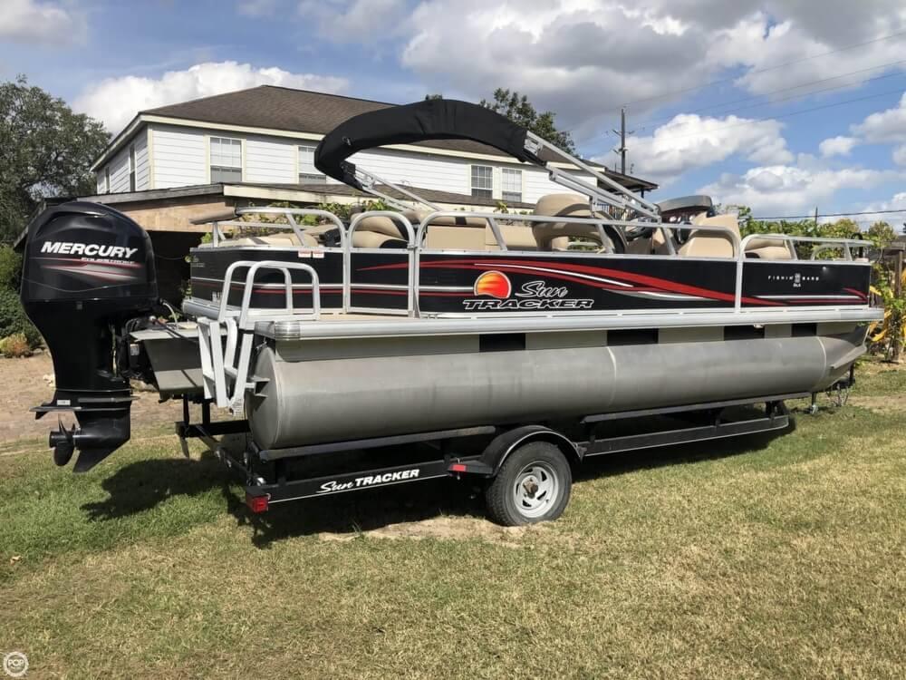 2013 Sun Tracker Pontoon Boats