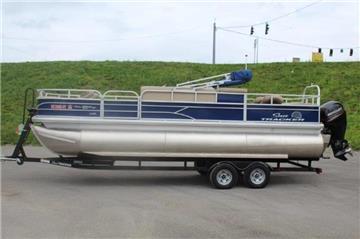 2017 Sun Tracker 22 Fishin Barge
