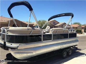 2015 Sun Tracker Party Barge DLX 22 Pontoon Boats
