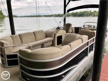 2016 Sweetwater Premium Edition 255 WB Pontoon Boats