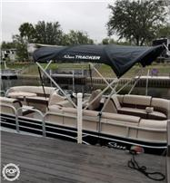 2018 Sun Tracker 22 DLX Party Barge Pontoon Boats