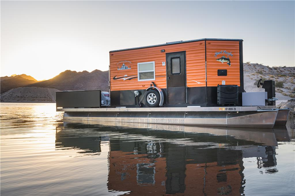 F&S Houseboat: Custom Like New. Great Boat