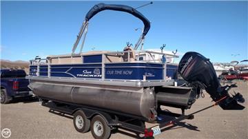 2017 Sun Tracker 21 Pontoon Boats